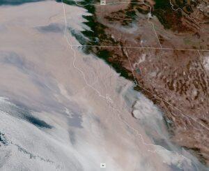 Imagen satelital de los incendios en la costa del Pacífico